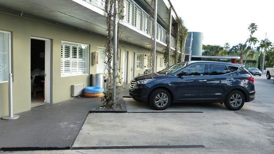 Blue Marlin Motel : Auto mit Unterkunft