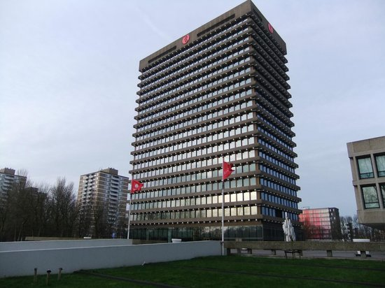 Ramada Apollo Amsterdam Centre : Side View of Building
