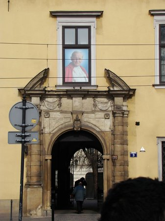 Krakow Free Walking Tour: Pope's window