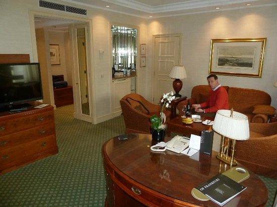 Hotel InterContinental Frankfurt: Suite im 20. Stock, klassisch und gediegen