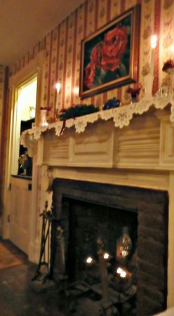 Iron Forge Inn : Snow Outside-Fireplace Inside