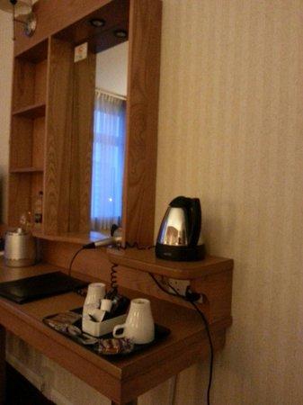 Future Inn Cardiff Bay: Room