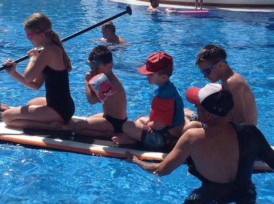 Spring Hotel Bitacora: kids in pool