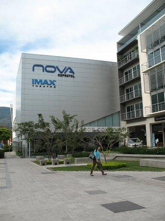 Residence Inn San Jose Escazu: Cinema behind hotel