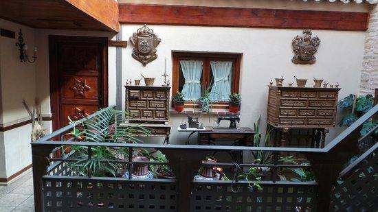 Hostal Casa de Cisneros: интерьер отеля
