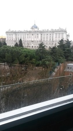 ApartoSuites Jardines de Sabatini: Room with a view, 7th floor