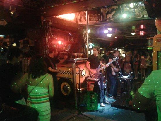 HeartBreak Hotel: Música en directo