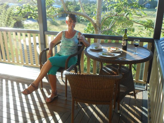 Gridley Homestead B&B: Enjoying a drink on the verandah