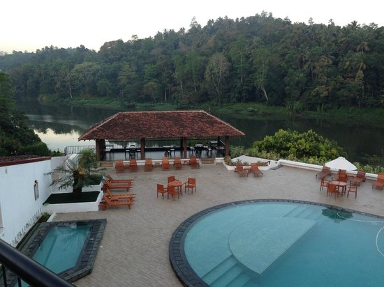 Cinnamon Citadel Kandy: Pool view