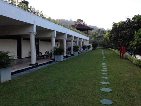 Cinnamon Citadel Kandy: Hotel overlooking the river
