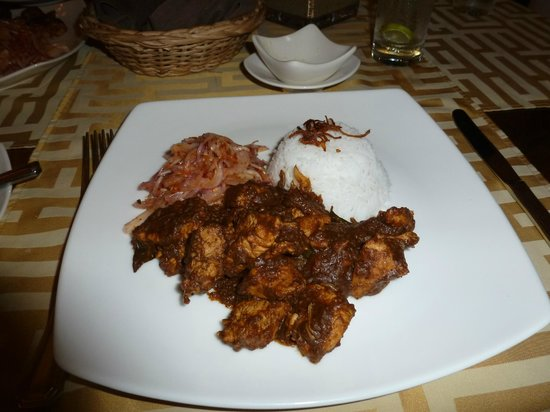 Deco on 44: Kalupol Black Chicken Curry