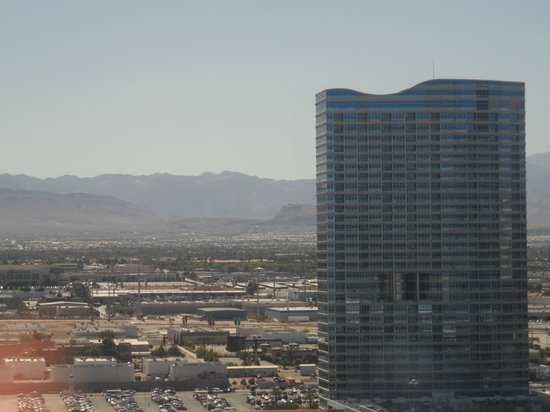 Monte Carlo Resort & Casino: Our room view during the day