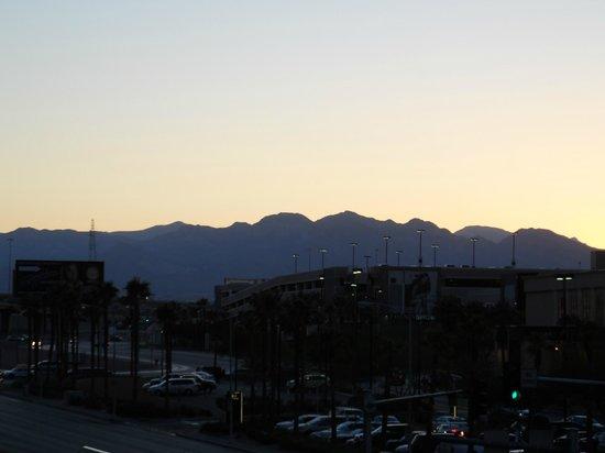 Monte Carlo Resort & Casino: Sunset on the strip