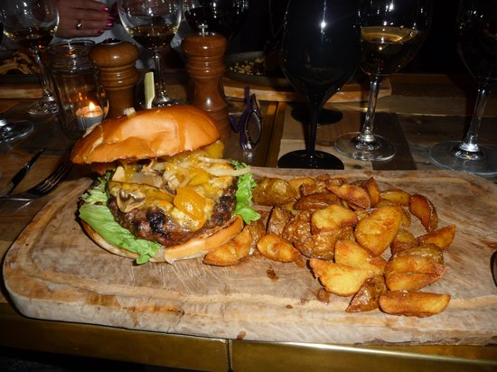 The Steak House: Great burgers