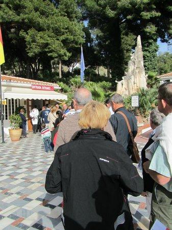 Cueva de Nerja: als men weer opend al snel een rijtje