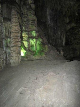 Cueva de Nerja: geoxideerde drupsteen