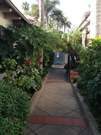 Casa Del Mar: Walkway to Room 27