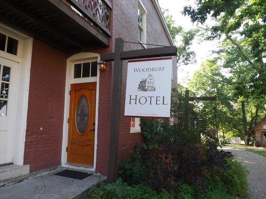 The Woodruff Hotel: Hotel Entrance
