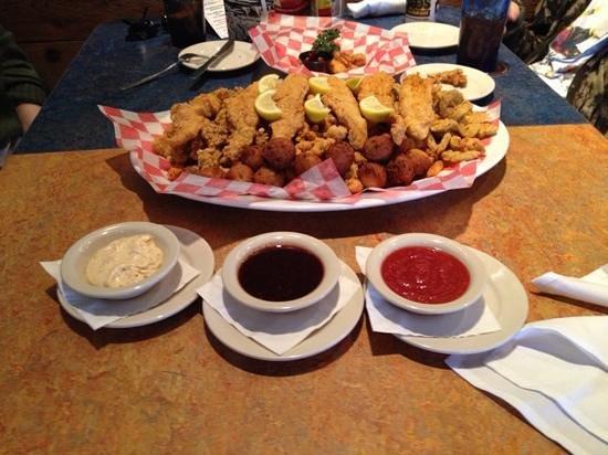 Razzoo's Cajun Cafe: JAWs with three great sauces