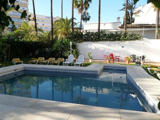 Arcos de Montemar: La piscine et le jardin d'agrément
