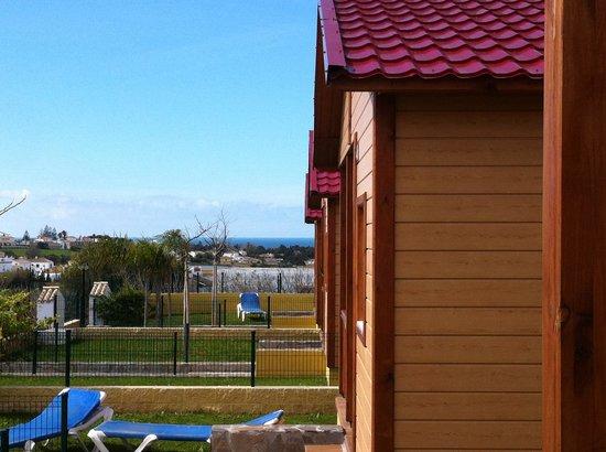 Camping La Rosaleda: desde mi jardin se ve el mar!!