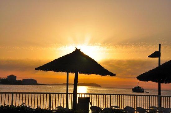 Intertur Hotel Hawaii Ibiza : puesta de sol desde el comedor