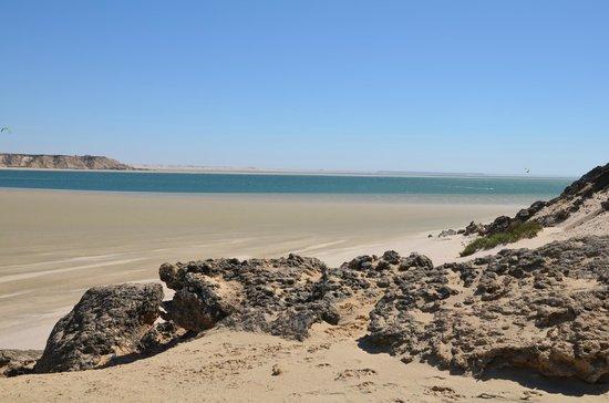 Dakhla Spirit Lagoon Camp : plage à marée basse