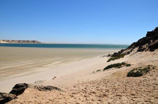 Dakhla Spirit Lagoon Camp : plage marée basse