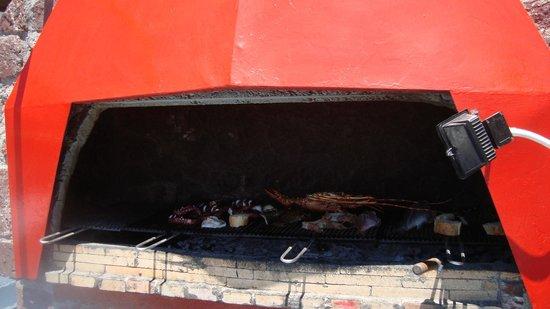Sunset Ammoudi Taverna: So may seafood/fish options...on hot coals....delicious!