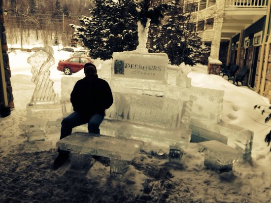 Deerhurst Resort: Ice sculpture at entrance was nice touch