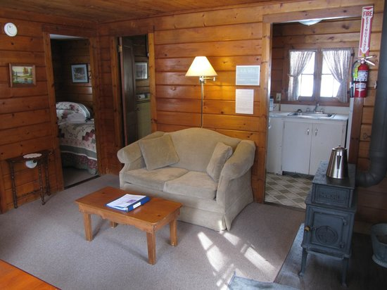 Lapland Lake Nordic Vacation Center: Living room, bedroom through door to left.