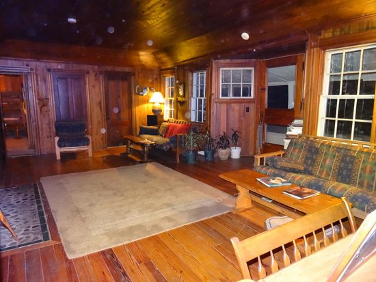 Telemark Inn Wilderness Lodge: Common area - view from our room