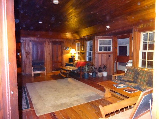 Telemark Inn Wilderness Lodge: Common living area - all rooms are off of this space