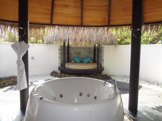 The Sun Siyam Iru Fushi Maldives: Salle de bain villa deluxe