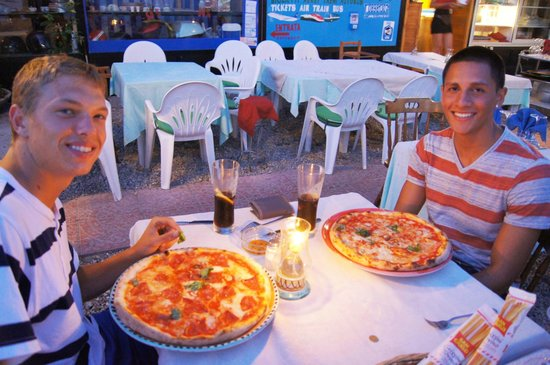 Trattoria San Gennaro: The kids and pizza