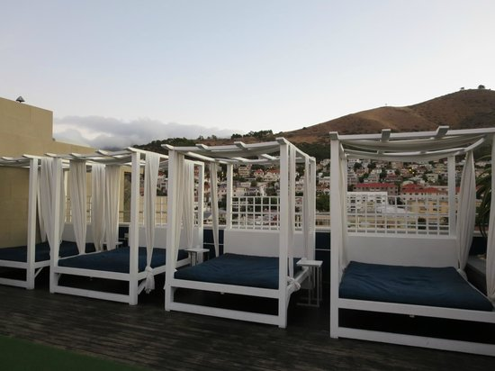 Cape Royale Luxury Hotel : Roof top bar