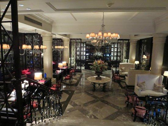 Cape Royale Luxury Hotel: Entrance