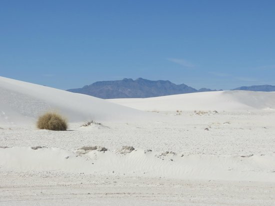 White Sands National Monument: Mountain behind White Sands dune