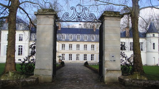 the chateau entrance picture of chateau saint just belle eglise tripadvisor. Black Bedroom Furniture Sets. Home Design Ideas