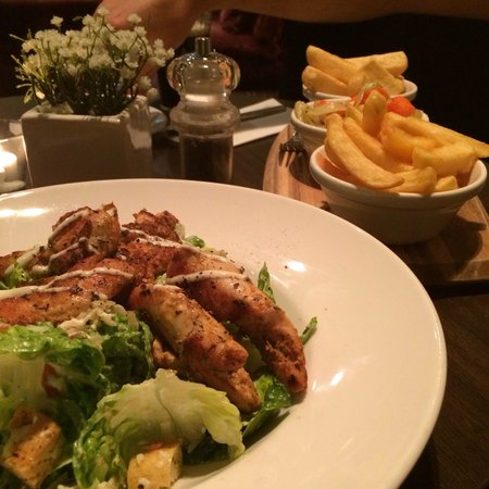The Croke Park: Caesar salad with chicken strips. And 3 sides in the background: seasoned vegetable, fries + chu
