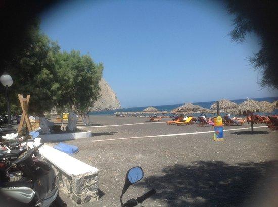 Perissa Beach : lovely beach view
