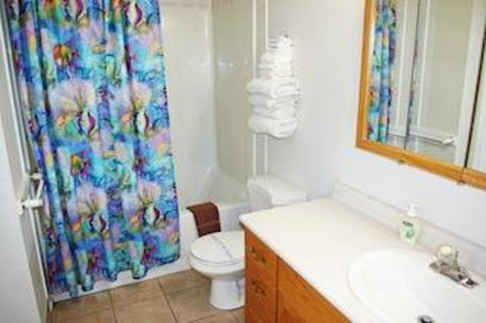 Totem Motel & Resort : Suite #5 - Two-bedroom suite - Up to 4 guests
