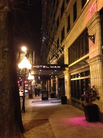 Hotel Max: Main entrance