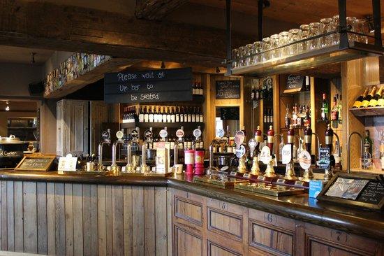 Innkeeper's Lodge Ilkley: Bar