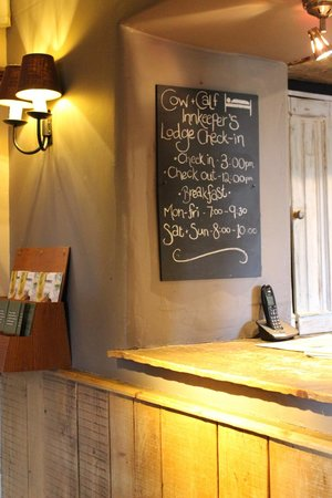 Innkeeper's Lodge Ilkley: Check-in (at the far end of the bar)