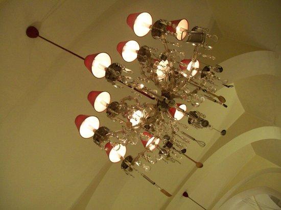 Café Diglas: lampadario molto originale
