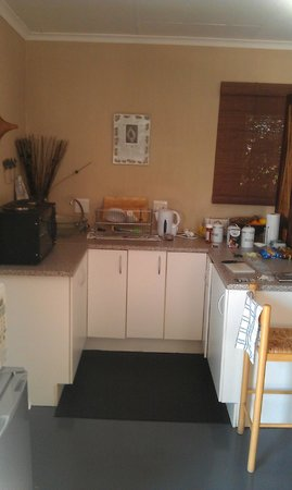 Moonflower Cottages: kitchenette