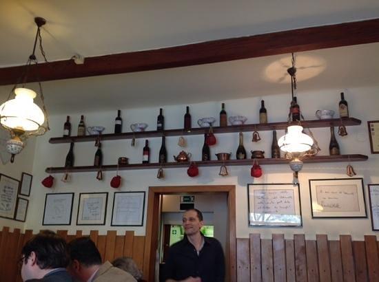 Trattoria Meloncello : però i vini esposti non corrispondono ad una possibile scelta. tipico anche questo?..