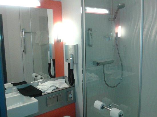 Ibis Styles Valence Romans Gare TGV : Salle de bain