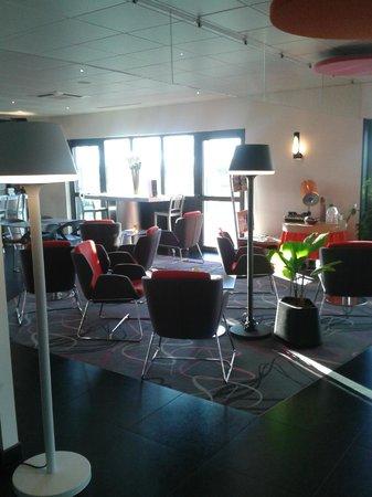 Ibis Styles Valence Romans Gare TGV : Hall hôtel